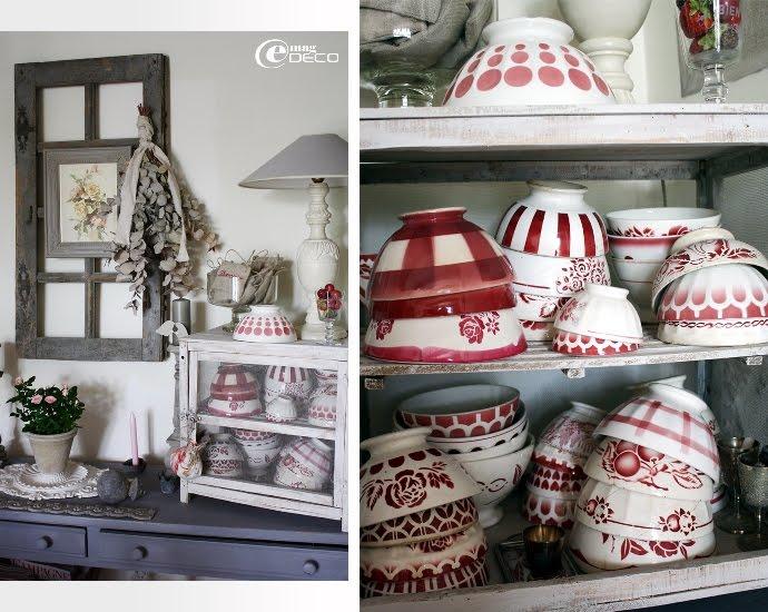 Collection de bols anciens rouges et blancs rangée dans un garde-manger