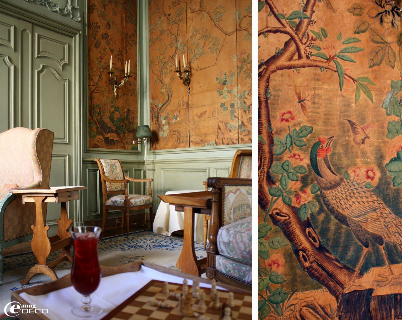 Détail de papier peint datant du XVIIIème siècle dans le cabinet chinois de l'Hôtel La Mirande