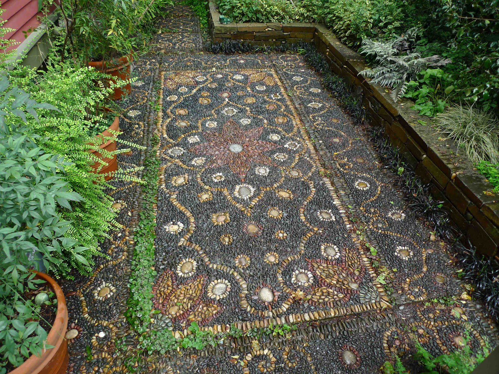 Jeffrey bale 39 s world of gardens pebble mosaic for the garden for Garden mosaic designs