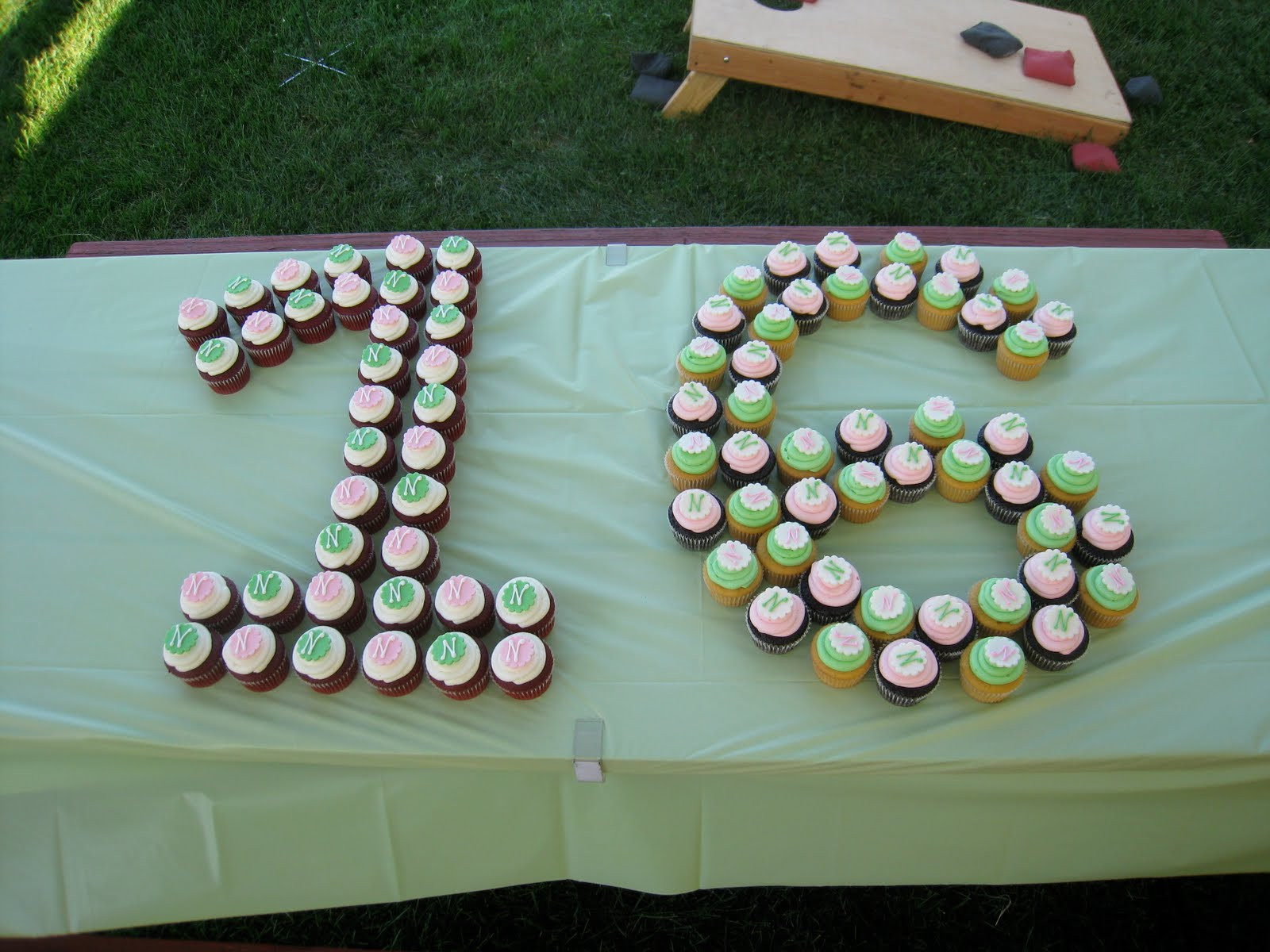 Cupcake Decorating Ideas For Sweet 16 : Rose Petals Cakery: Sweet 16 Cupcakes