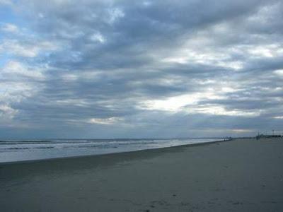 南の空は雲が多