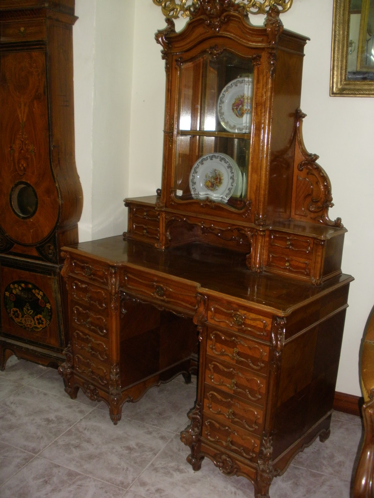 Eduardo Peral 8 Mueble escritorio estilo Luis XV de noga