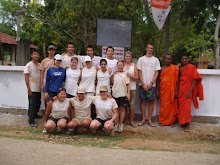 SRI LANKA:DWC Student Volunteers at the Temple
