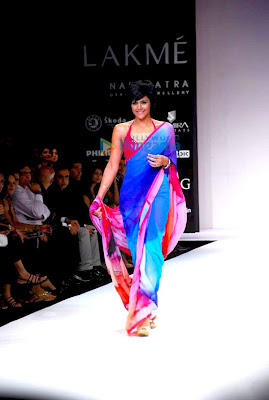 Models walk the ramp at Satya Paul's show at Lakme Fashion Week 2010 image