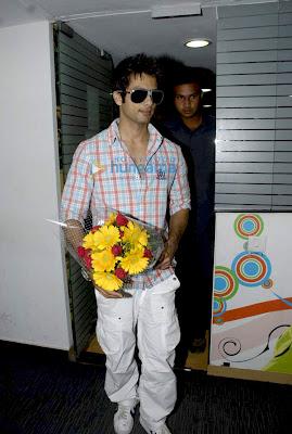 Shahid Kapoor promotes film Paathshaala at Radio City 91.1 FM image