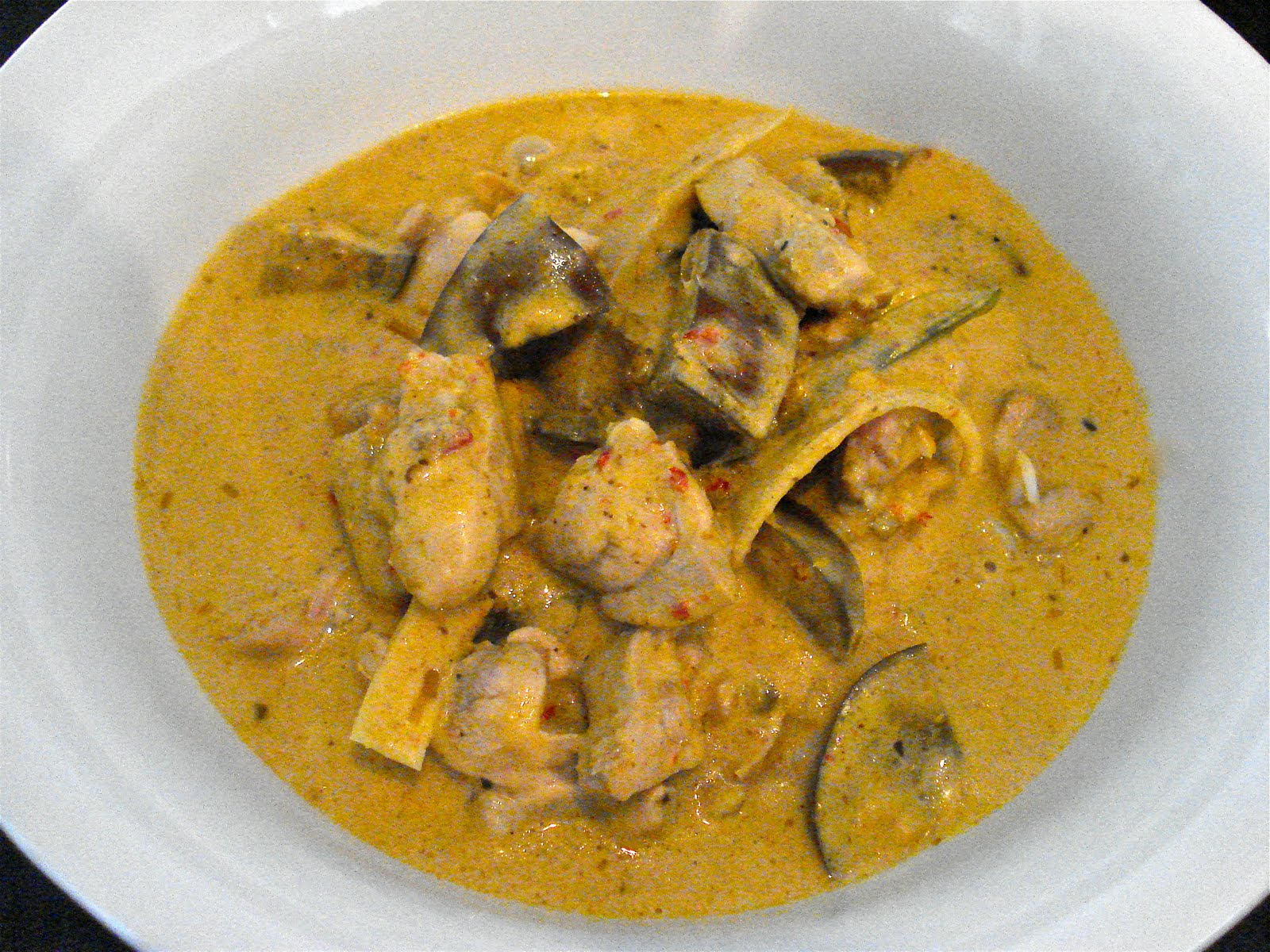 RED CURRY OF CHICKEN AND EGGPLANTS