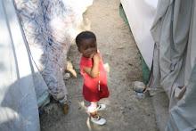 ילדה ואוהל