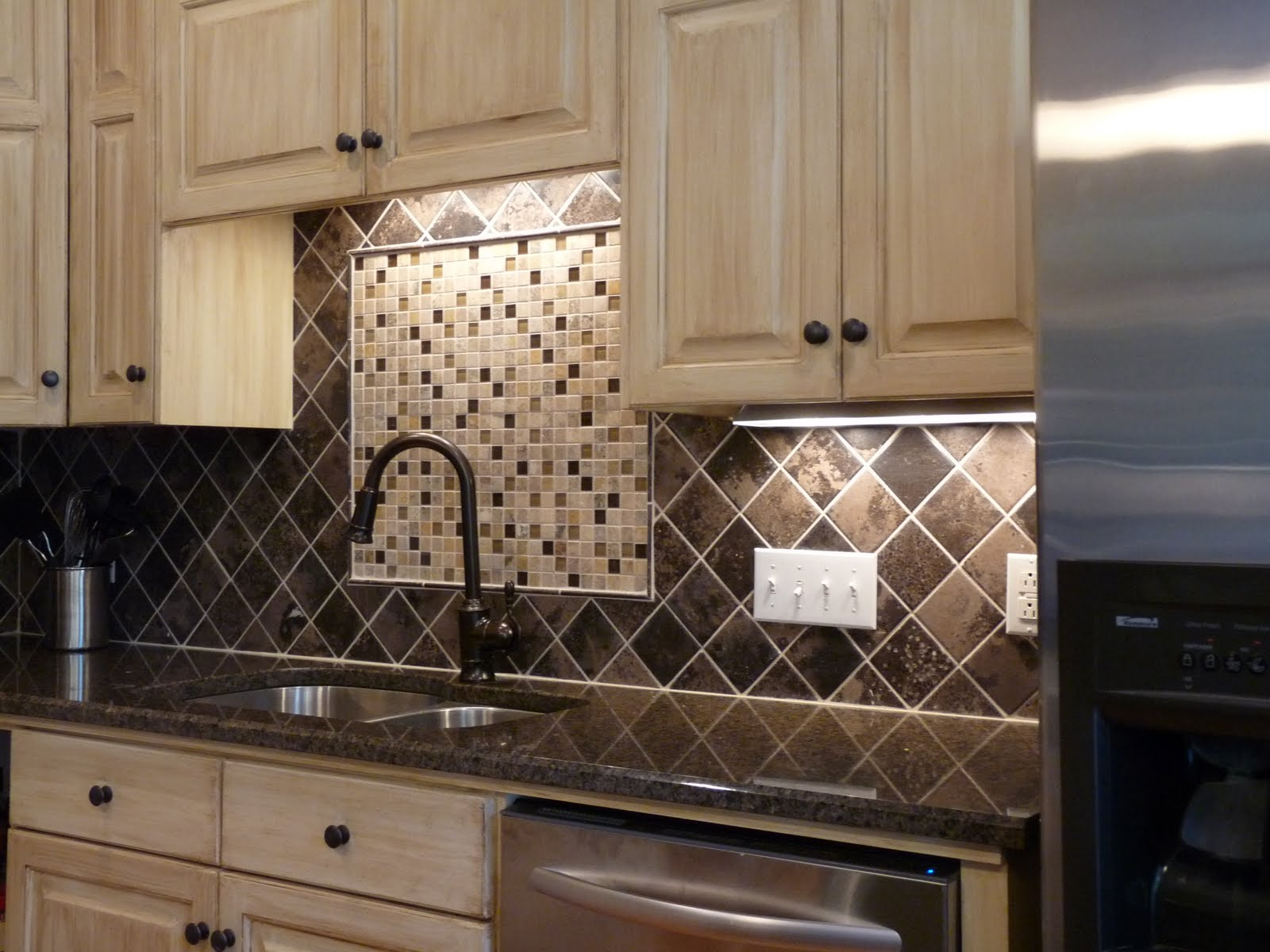 Modern Kitchen Backsplash with Granite