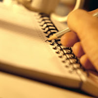 Business hand writing in agenda Post Invitado: Seguimiento de proyectos en la Vida Personal