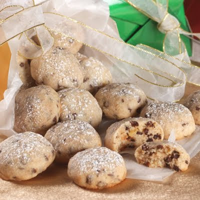 My Sister\'s Kitchen: Mexican Wedding Cookies & Mini Chip Snowball ...