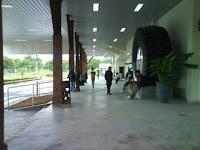 lobi depan bandara