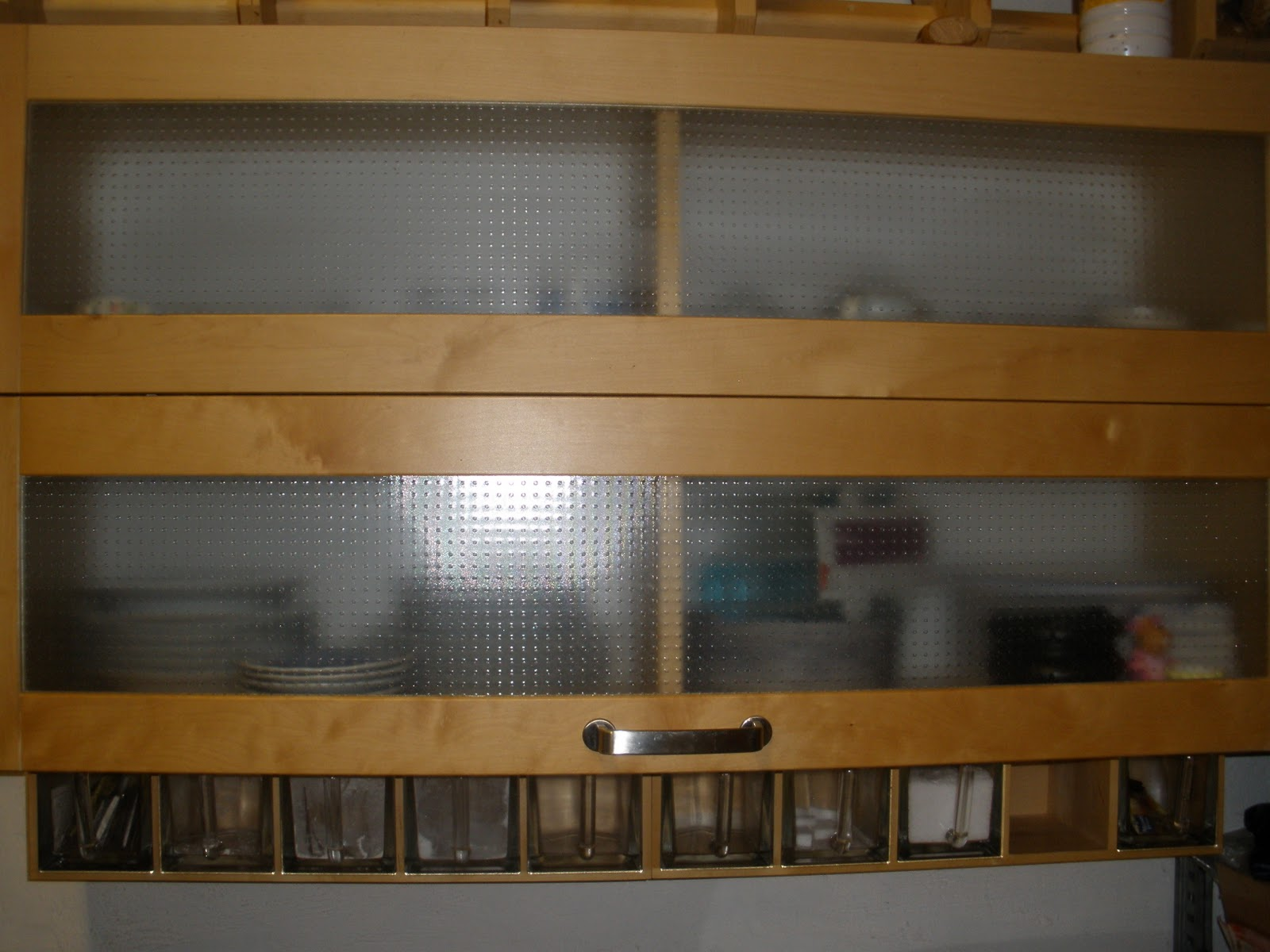 Le vide grenier la cuisine meubles electro m nager et for Ikea godmorgon meuble mural