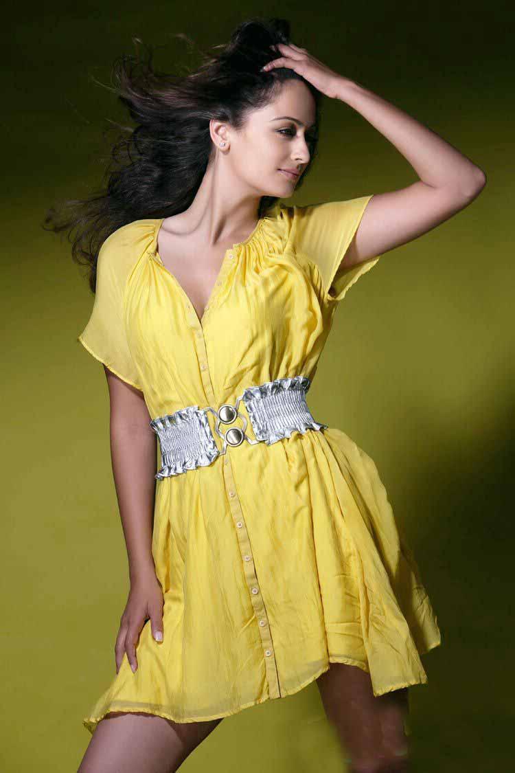 , Khaveri Jha Sexy Pics
