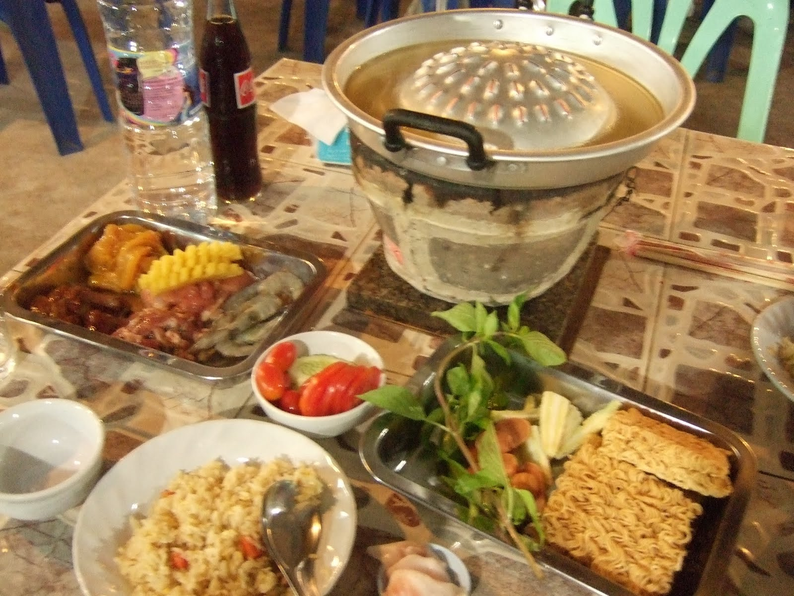 Dont delete i do eat meat the restaurant is a thai version of do it yourself hot pot matt and i each pay 99 baht barely over 3 and we literally eat meat until we make ourselves solutioingenieria Image collections