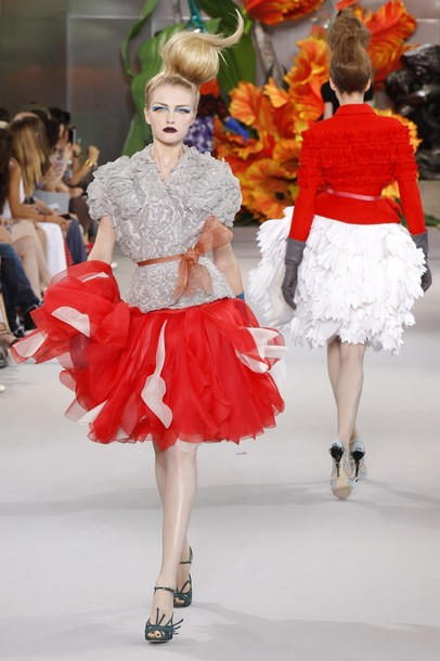 Hairstyles gallery fall winter 2010 2011 haute couture for Haute couture fashion house