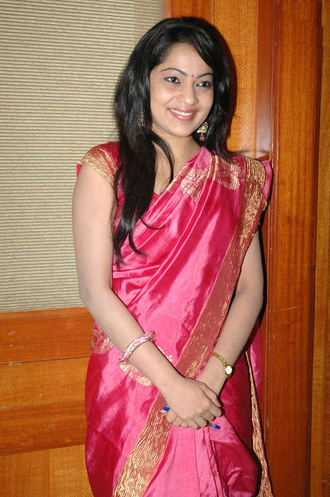 vijay tv anchor ramya at web site launch actress pics