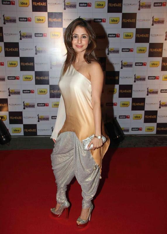 aiswariyasharukhmadhavan at th Filmfare Awards Nominations Gallery glamour images