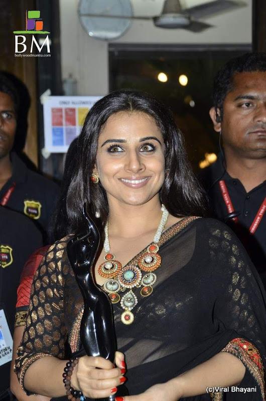 Vidhya balan at th Idea Filmfare Awards photos hot photos