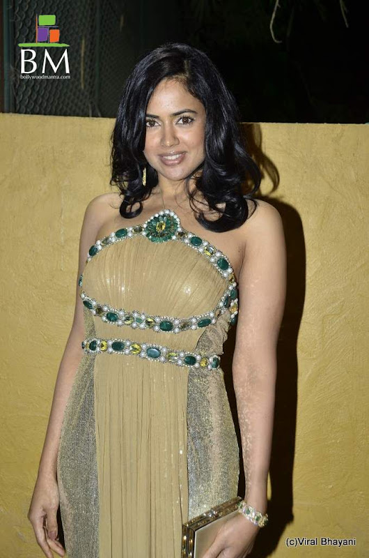 Sameera reddy at th Idea Filmfare Awards photos hot photos