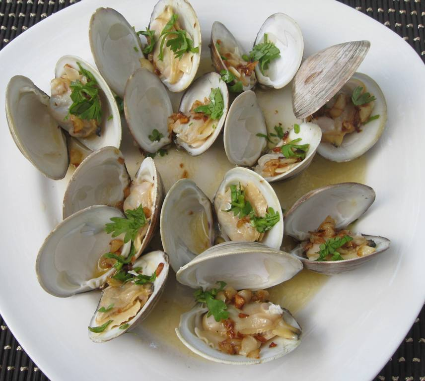 Steamed CherryStone Clams with Butter and Garlic | Beachloverkitchen