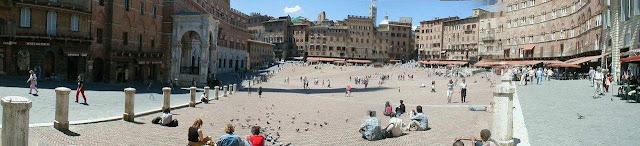 Siena, Piazza di Campo, panoramica, a cidade medieval.