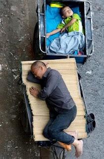 Durmindo na rua, Pequim. Pesadelo chines