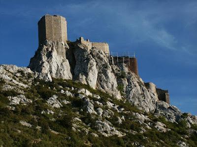 Quéribus, fortaleza catara conquistada por Simon de Montfort, Heróis medievais