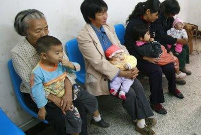 Filas em hospital de Sichuan