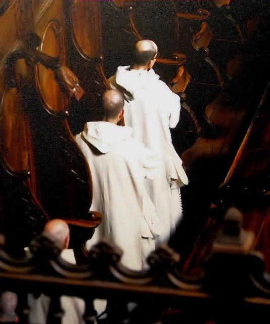 Monges de uma cartuxa cantando o ofício divino
