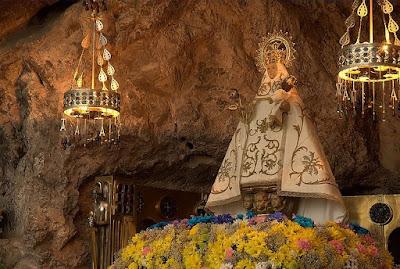 Nossa Senhora de Covadonga, gruta