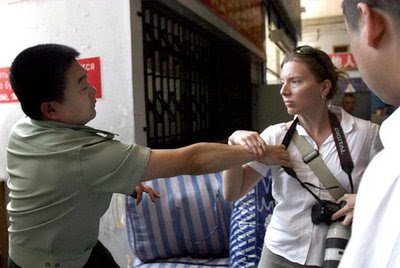 Paramilitar prende camara jornalista americana, Heilongjiang