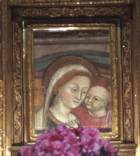 Nossa Senhora do Bom Conselho foi miraculosamente trasladada pelos anjos de Scutari na Albânia até Genazzano na Itália, onde hoje é venerada