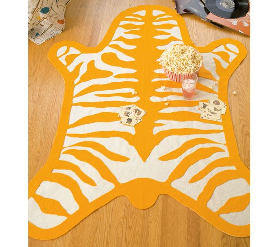 Chic And Cheap Lifestyle: DIY Zebra Rug (Kids Room) / HTM