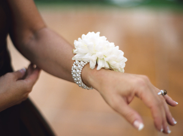 diy flower wrist corsage photo 1