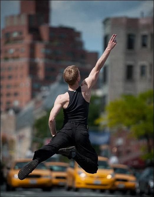 http://1.bp.blogspot.com/_L1y4XexY16s/TGgJ4gfYp4I/AAAAAAAAZao/SKo1_f2-lyM/s1600/dancers-among-us-18.jpg
