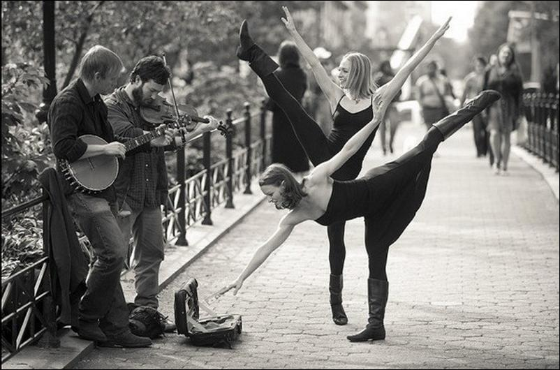 http://1.bp.blogspot.com/_L1y4XexY16s/TGgKppKQSsI/AAAAAAAAZcQ/JSy4uhyVMkI/s1600/dancers-among-us-05.jpg