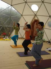 la primera clase de yoga en el domo 14.11.09