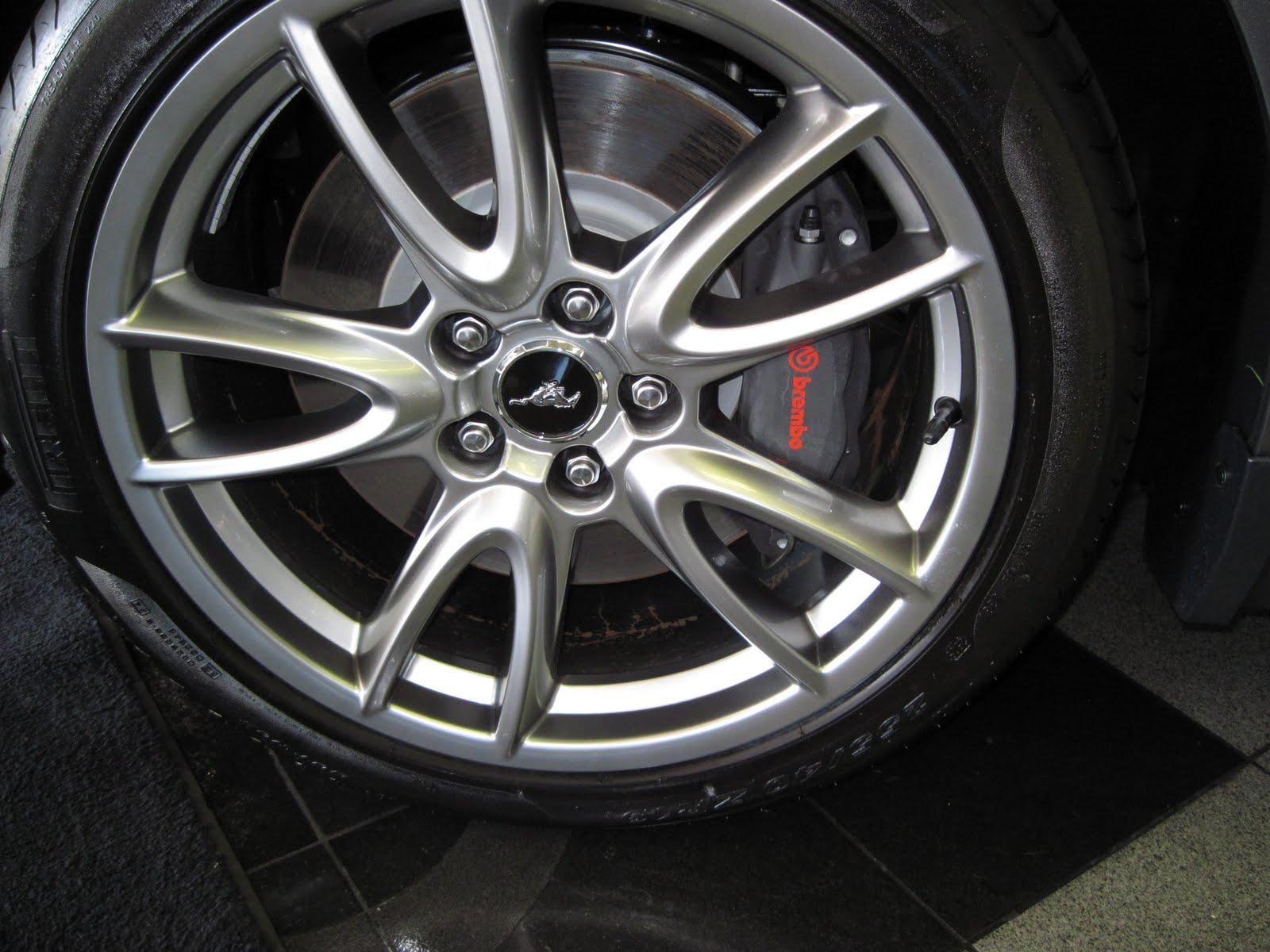 http://1.bp.blogspot.com/_L2vzmffOt4I/TCUsdp9r0hI/AAAAAAAAAiw/kp9Tf_jy_m8/s1600/brembo+brakes.JPG