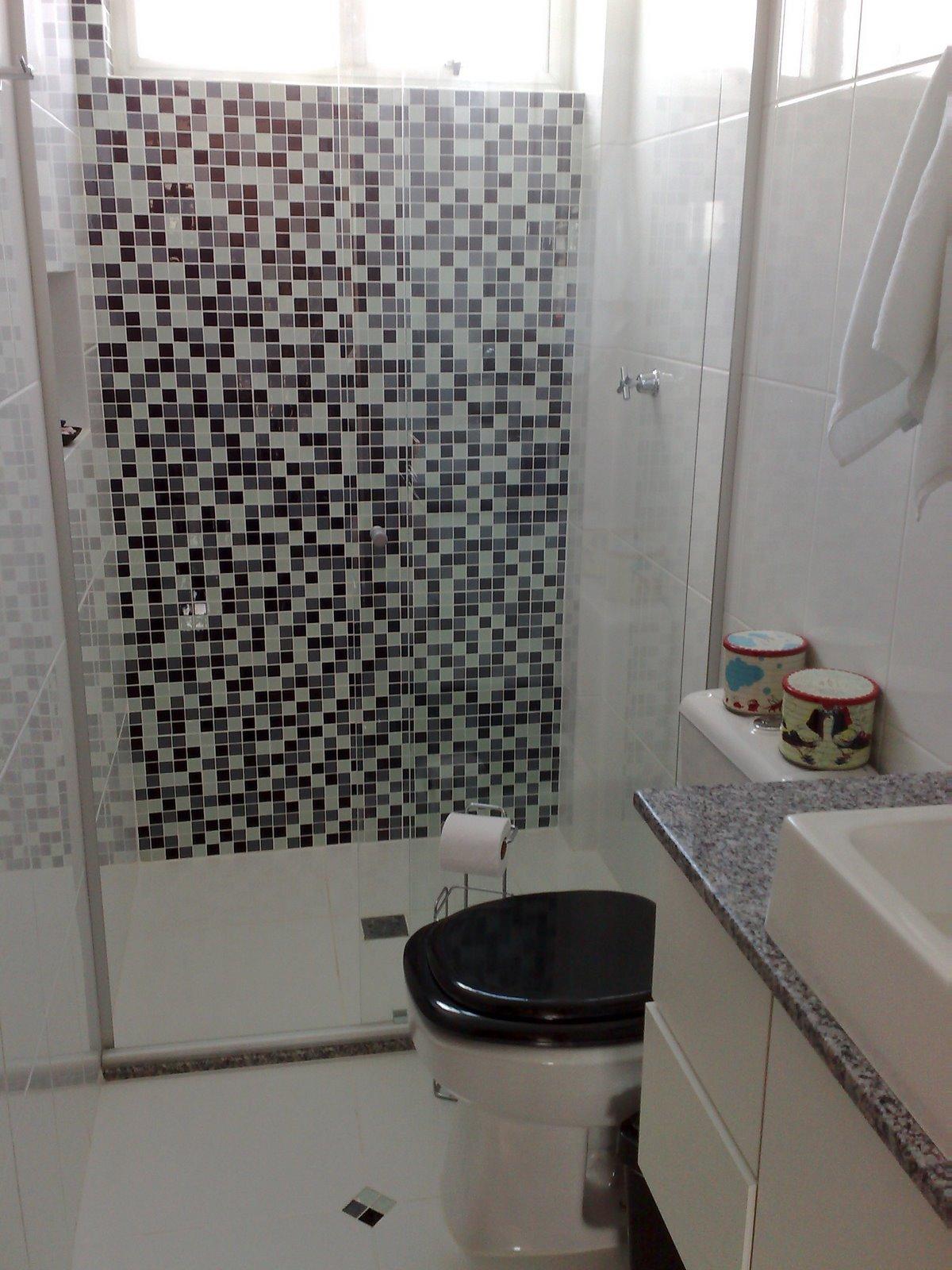 OBRA ESPECIALIZADA OZÉIAS DA ROSA: Banheiro com pastilhas de vidro #5B4D4A 1200x1600 Banheiro Azulejo Pastilha