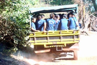 http://1.bp.blogspot.com/_L3LLViIhkZA/SsdUmMU3UuI/AAAAAAAALkA/TEPF_uNeorM/s1600/Transporte+Escolar+Pau+de+Arara03.jpg