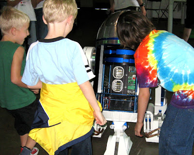 Maker Faire Austin Kids and R2D2