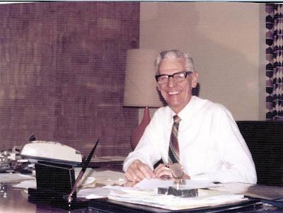 Annieinaustin, Harold at desk