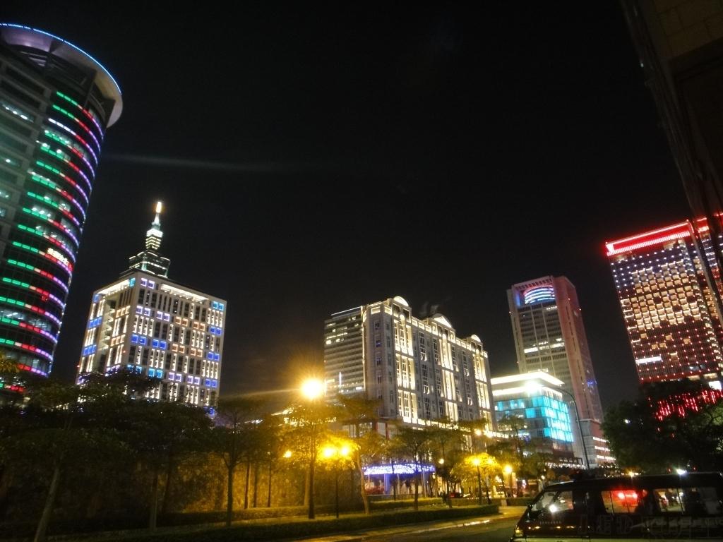 信義商圈,大樓競豔