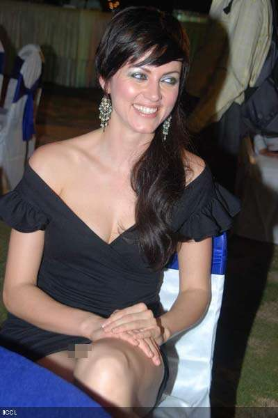 the no-panty girl: Yana Gupta