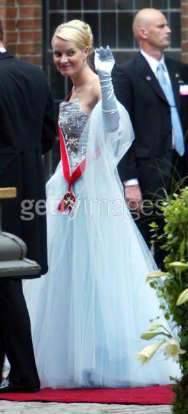 The Royal Order of Sartorial Splendor: Top 10 Worst Dressed Royal ...