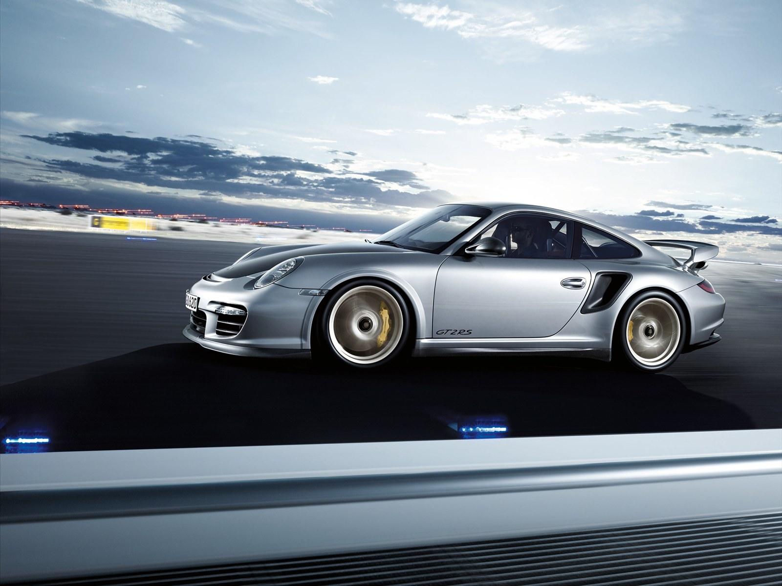 http://1.bp.blogspot.com/_L7TBxp3i-_I/TTbHx66A_2I/AAAAAAAABKA/FhPZviHeOu0/s1600/Porsche+911+GT2+RS+2011+wallpaper.jpg