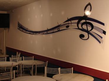 Até as paredes cantan...