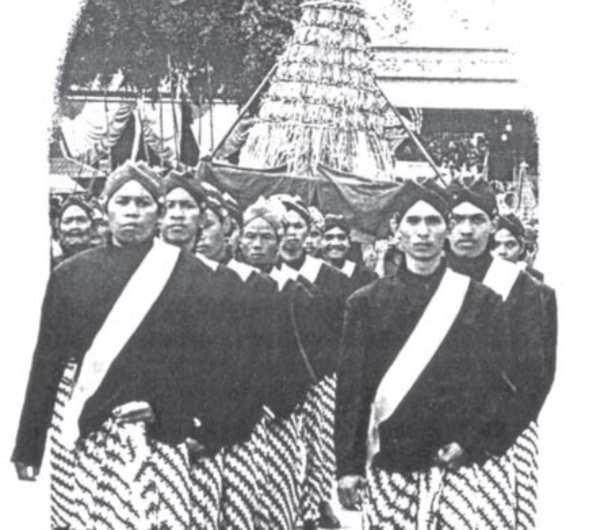 Adell Egga Perpaduan Antara Tradisi Lokal Hindu Budha Islam Di