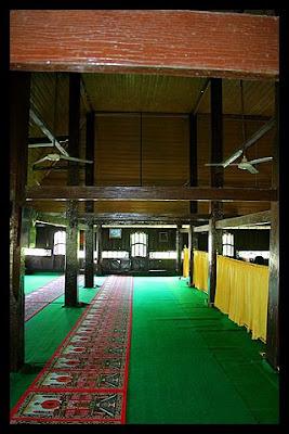 Ruangan Dalam masjid jami' Air tiris Kampar - Riau