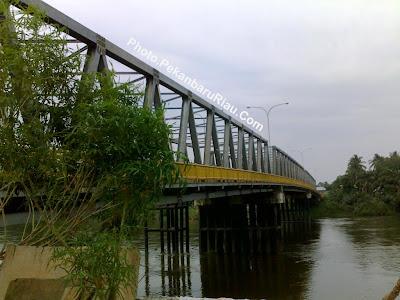 Jembatan Air Tiris